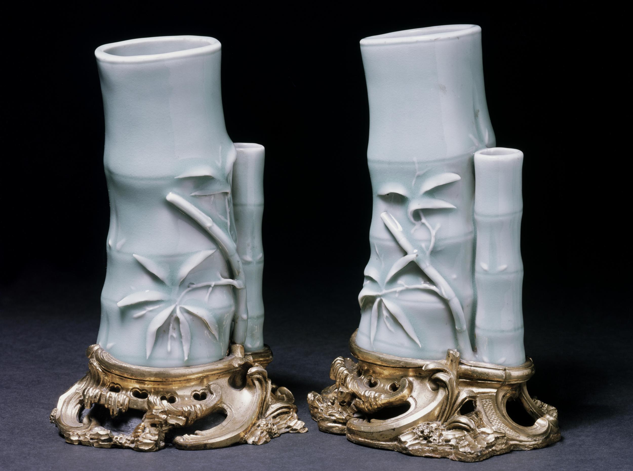 Vases chinois inspirés du bambou, céladon (porcelaine verte), vers 1700, enrichis d'une monture d'orfèvrerie exécutée en France au milieu du XVIIIe siècle, Londres, Victoria and Albert Museum