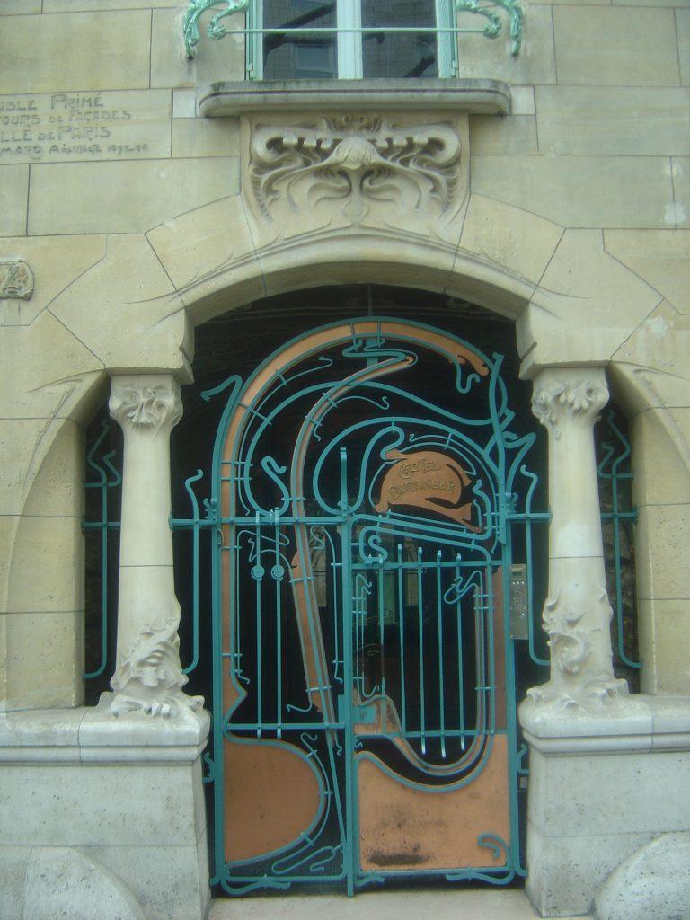Art_Nouveau_entrance_to_Castel_Beranger,_Paris_-_2011